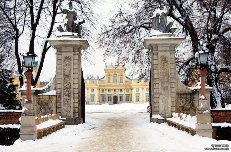Wilanów, brama i pałac.